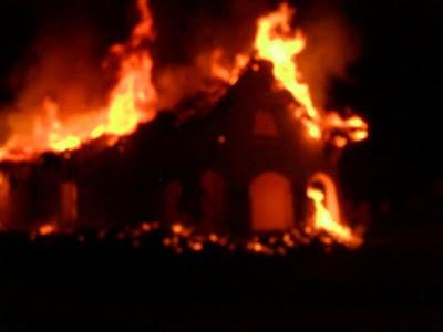Capilla doctrinera San Andres de Pisimbalá en llamas