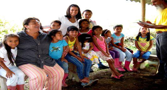 Grupo de niñas y niños