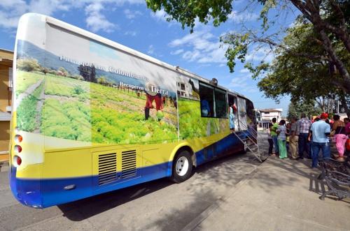 Para que los colombianos recuperen su tierra - Miranda