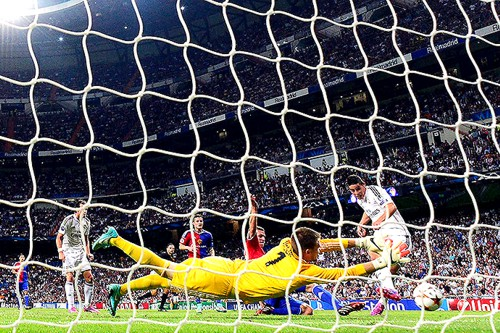 Primer Gol de James con el Madrid en la Champions