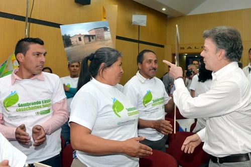 Santos entregando subsidios de vivienda en Popayán