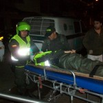 """Se """"comió"""" el semáforo estrellándose contra dos policías, los tres resultaron heridos"""