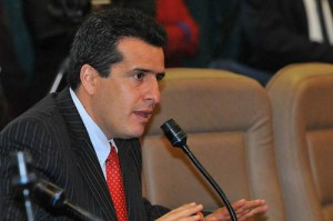LUIS FERNANDO VELASCO