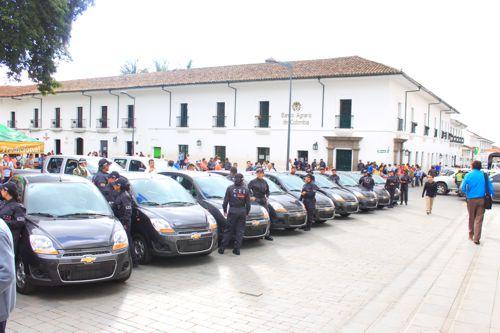 Gobernación del Cauca entregó diez vehículos al CTI