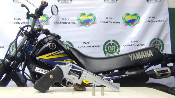 Policía recuperó moto hurtada e incautó arma de fuego en Santander de Quilichao