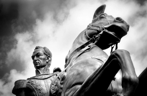 Bolívar a oscuras