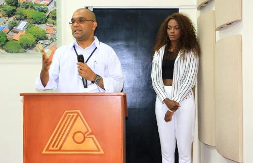 Daniel Mera Villamizar - Fundación Color de Colombia y Dayana Bermúdez - Maestra de Ceremonia - Comunicadora Social y Periodista.