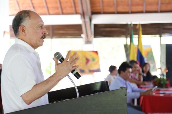 Temístocles Ortega Narváez - Gobernador del Cauca defiende protección arancelaria a la producción de azúcar
