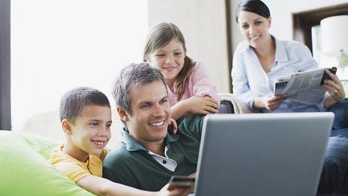Padres pueden revisar correos de sus hijos menores de edad