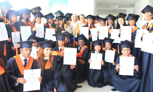graduandos de Fundación Plan