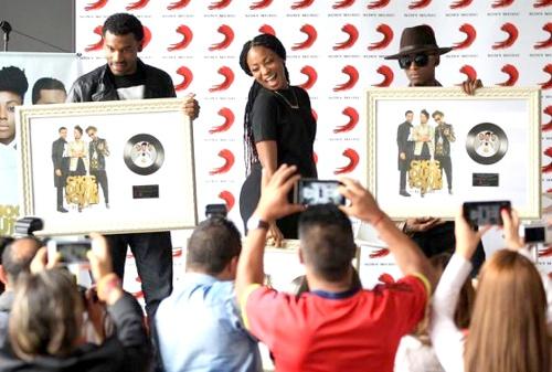 ChocQuibTown recibió disco de platino por su nuevo álbum
