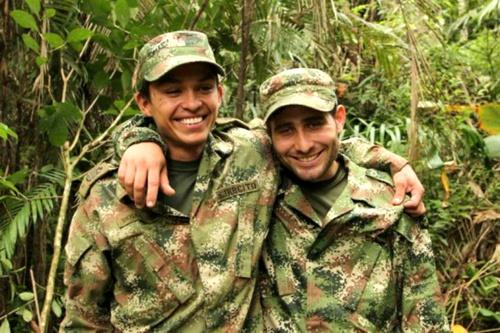 Andrés Felipe Pérez y Kleider Antonio Rodríguez, soldados liberados por el ELN