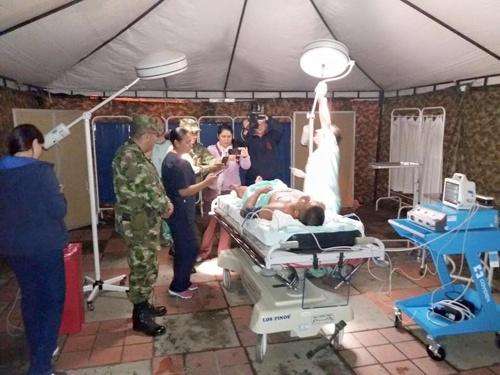 Extraen granada de la pierna de un soldado afuera del Hospital San José de Popayán