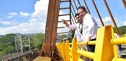 Germán Vargas Lleras inaugura puente en el Huila