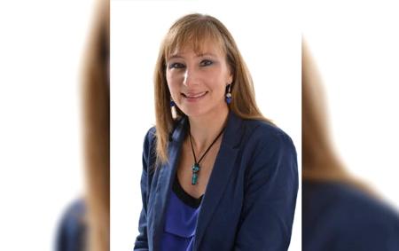 Claudia Dangond Gibsone, Universidad Javeriana
