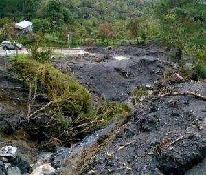 Derrumbe en vía Transversal El Libertador en Inzá, oriente del Cauca