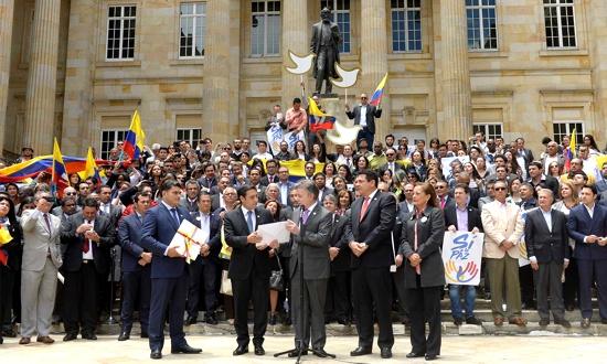 Presidente Santos entregó al Senado y a la Cámara el texto del acuerdo final del proceso de paz