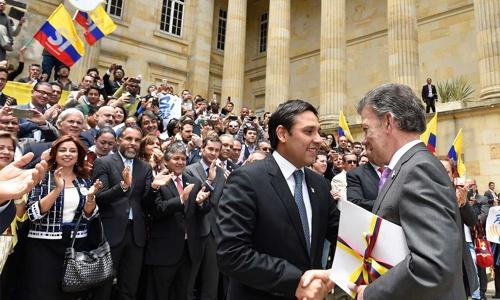 Presidente Santos entregó al Senado y a la Cámara el texto del acuerdo final del proceso de paz1