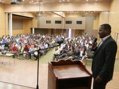 Con la participación de más de 500 personas se llevó a cabo el ciclo de conferencias por la paz