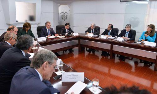 el-presidente-juan-manuel-santos-y-miembros-del-equipo-negociador-se-reunieron-con-el-expresidente-alvaro-uribe-en-torno-al-dialogo-nacional-convocado-por-el-primer-mandatario