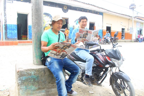 leyendo-el-periodico-proclama-del-cauca
