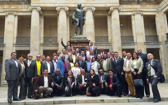 los-42-alcaldes-y-el-gobernador-del-cauca-claman-contra-la-guerra-en-bogota