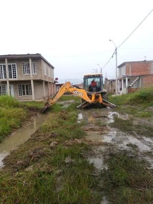 Alcaldía de Villa Rica pavimenta y mejora vías urbanas y rurales