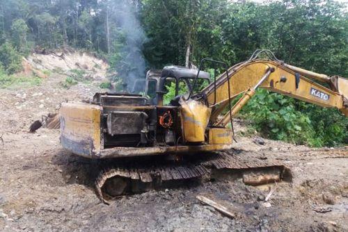 Maquinaria destruida por actividades de minería en Guapi (Cauca)
