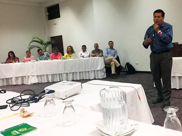 Socialización en la cumbre de ANDELOTE, se dirige Miguel Eduardo Muñoz Guevara, gerente Lotería del Cauca