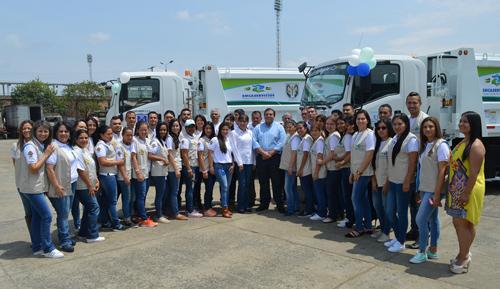 Gobernador Campo y gerente de Emcaservicios entregaron vehículos compactadores