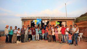 Familias de El Cabuyal también estrenaron casa propia