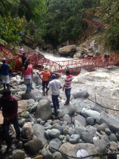 Se cayó otro puente en Inzá. Dos muertos y cuatro heridos. No. 3