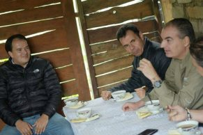 Aurelio Iragorri, ministro de Agricultura y Guillermo Rivera, actual ministro del Interior, llegaron a 'Kokonuco'