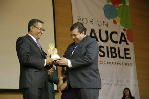 Óscar Campo galardonado por ACOPI CAUCA por su apuesta permanente al desarrollo de la región