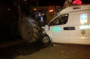 Ambulancia que transportaba un herido se estrelló contra tren cañero