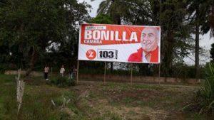 Actos vandálicos contra vallas publicitarias en Puerto Tejada