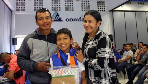 Comfacauca continúa entregando kits escolares a sus afiliados