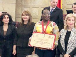 Alcaldesa de Villa Rica recibió Orden al Mérito Social