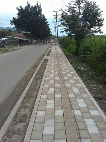 Avanza construcción de andén peatonal hacia el cementerio y barrio nuevo horizonte.