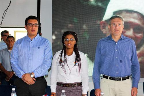 Alcalde de Caldono, Paulo Piso; secretaria de Cooperación Internacional, Neyla Yadira Amú Venté; embajador de la República Francesa, Gauiter Mignot.
