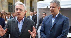 Uribe gobierna a Colombia por tuiter