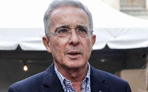 Álvaro Uribe renuncia al Senado