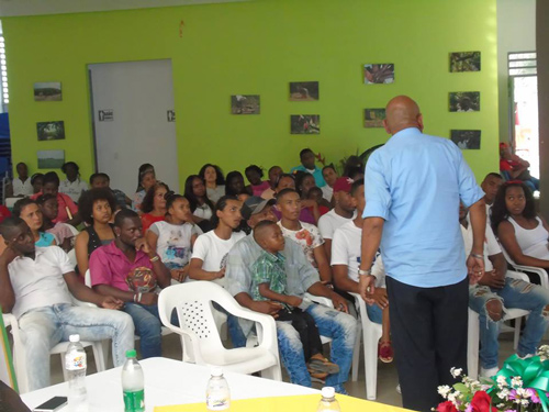 Quienes asisten al programa lo hacen en forma voluntaria y reciben charlas motivacionales, espacios culturales, servicios de salud y educación.