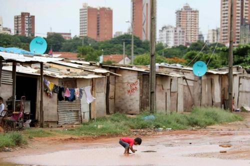 Del Estado neoliberal y Latinoamérica