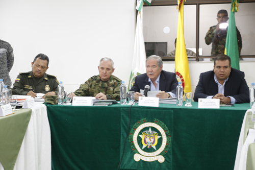 Ministro de Defensa, Guillermo Botero; Comandante del Ejército Nacional, General Ricardo Gómez Nieto; el director General de la Policía Nacional, Jorge Hernando Nieto Rojas y el gobernador del Cauca, Óscar Rodrigo Campo llevaron a cabo la reunión en el comando de la Policía Cauca.