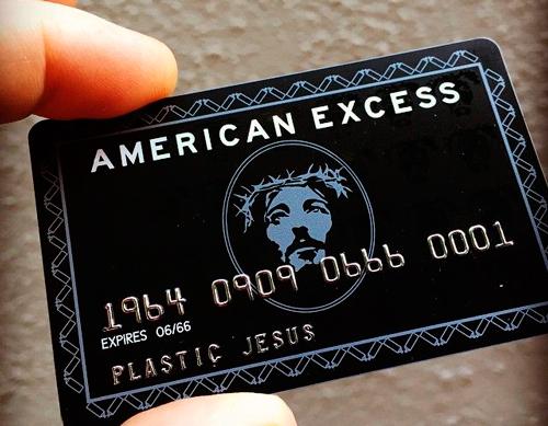 Tarjetas débito y crédito para salvar el alma