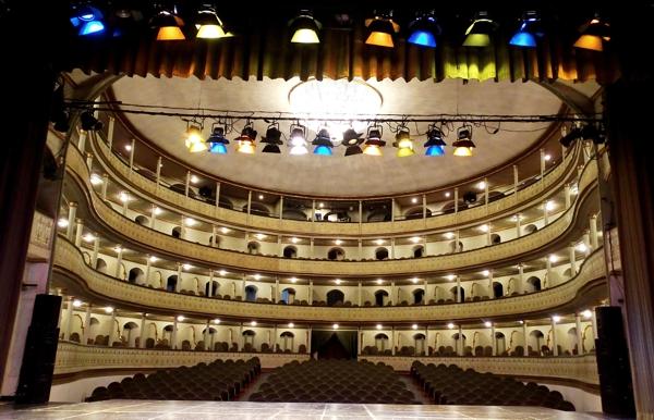 Alcalde prestará gratis, por cinco años, el Teatro Municipal