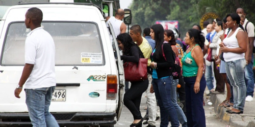 Gobierno frena transporte público ilegal de pasajeros