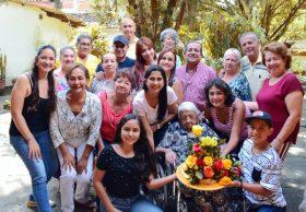 A doña Anita le celebraron 106 años