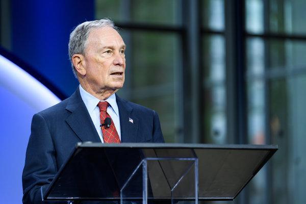 """Bloomberg llama """"flojo y tembleque"""" a Duque"""